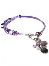 Lila Kette Glasperlen. Handgefertigte Halskette mit lila Glasperlen, violett Glasperlen, Kunstlederen Schnur, Fassung Strassperlen