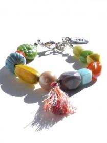 Armband mit Keramische Perlen und Glasperlen in pastellfarben mit Quaste