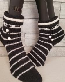 handgestrickte Socke , Gr.40/41 Schwarz/ Weiß  Rollrand, Holzkugel