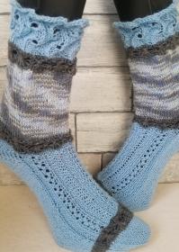 handgestrickte Socke , Romantiklook,Hellblau Gr.40/41 Lochmuster  - Handarbeit kaufen