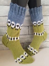 handgestrickte Socke , Gr.46/47 , Schaf auf Weide
