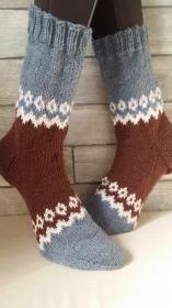 handgestrickte Socke  , Gr.42/43 Blau/ Braun/ Weiß - Handarbeit kaufen