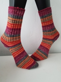 gestrickte Socke , Gr.36/37 Rottöne/Grau/ Orange - Handarbeit kaufen
