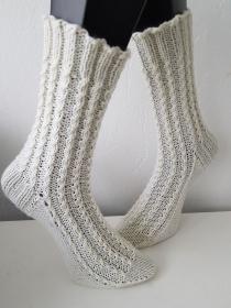 handgestrickte Socke Minizöpfchen Gr.38/39 Wollweiß - Handarbeit kaufen