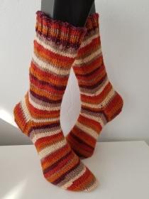 handgestrickte Socke , Gr.42/43 , Orange/Bunt - Handarbeit kaufen