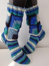 handgestrickte Socke ,Patchwork Gr.40/41 Blau/Weiß/Grün - Handarbeit kaufen