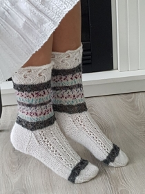 handgestrickte Socke , Model Annabell, Weiß/ Grau/ Bunt, Gr.40/41 Lochmuster