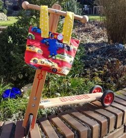 rasante Lenkertasche oder Kindergartentasche mit Rennwagen - Muster und einem Reflektor