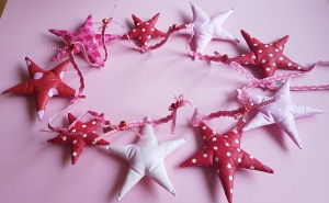 Für Himmelsstürmer --- genähte Girlande aus Sternen in rosa und rot --- Unikat - Handarbeit kaufen