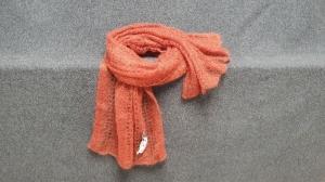 handgestrickter federleichter Schal in Lace-Technik - aus hochwertiger Wolle- Farbton Lachs - Handarbeit kaufen