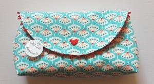 handgenähtes Täschchen aus türkisfarbenem Baumwollstoff mit Blütenmuster und Perlen -Unikat- - Handarbeit kaufen