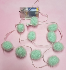 LED Lichterkette mit zehn gehäkelten Kugeln, die leuchten, in der Trendfarbe mint - schöner Lichtakzent - Handarbeit kaufen