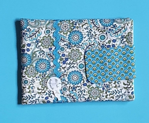 genähte Schutzhülle für deinen e-reader mit Klettverschluß in blau, weiß und grün - natürlich ein Einzelstück - Handarbeit kaufen