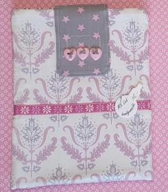 genähte E-Reader Tasche aus Baumwollstoff mit floralem, klassischem Muster und Klett-Verschluß in weiß und rosa - ein individuelles Geschenk  - Handarbeit kaufen