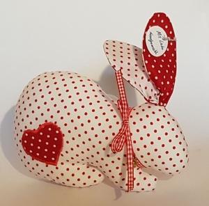 zwei genähte Häschen mit Schlappohren im Partnerlook - rot und weiß gepunktet - mit Glöckchen - Handarbeit kaufen