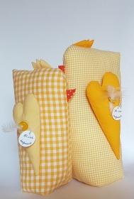genähtes Hühnerpaar aus Baumwolle in frühlingsfrischem gelb - liebevolle Handarbeit - Handarbeit kaufen