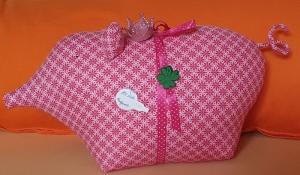 genähtes Glücksschwein aus hochwertigem Baumwollstoff in rosa und pink - liebevolle Handarbeit - Handarbeit kaufen
