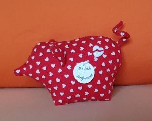genähtes Glücksschwein aus rotem Baumwollstoff mit weißen Herzen - ein Glücksbringer für alle Fälle - Handarbeit kaufen