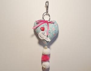 genähter Taschenbaumler in Herzform - helltürkis mit pink und weiß - Rosenmuster - Handarbeit kaufen