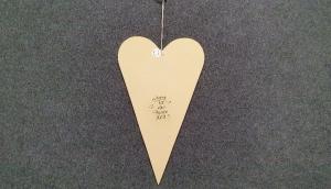 ausgesägtes großes Herz im skandinavischen Stil in beige mit Schriftzug  - Handarbeit kaufen
