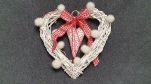Rattankranz in Herzform mit Beleuchtung - weiß und rot - genäht, gehäkelt, dekoriert - kaufen - Handarbeit kaufen