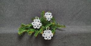 White Christmas - Lass es schneien! - gehäkelte Schneeflocken in hellblau ansehen  - Handarbeit kaufen