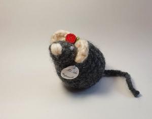 Pflegeleichtes Haustier sucht neues Heim - gehäkelte Maus - grau/wollweiß - Einzelstück kaufen - Handarbeit kaufen