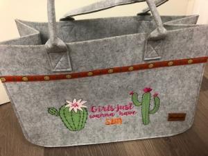 Sehr schöne bestickte Filztasche/ Tragetasche/ Shopper Kaktus Stickerei - Handarbeit kaufen