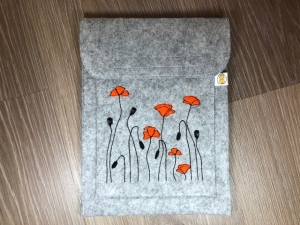 Schöne Tablett Tasche Filz grau bestickt mit Mohnblumen