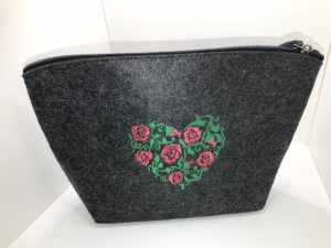 Schöne bestickte Kosmetiktasche/ Kulturtasche Filz Rosen Herz - Handarbeit kaufen