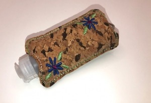 Taschenbaumler/ Schlüsselanhänger, Anhänger für Desinfektionsmittel Kork - Handarbeit kaufen