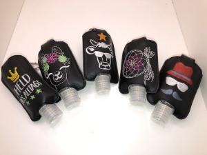 Taschenbaumler/ Schlüsselanhänger, Anhänger für Desinfektionsmittel Mann mit Hut - Handarbeit kaufen