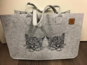 Sehr schöne bestickte Filztasche/ Tragetasche/ Shopper Kätzchen, Katze - Handarbeit kaufen