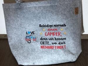 Sehr schöne bestickte Filztasche/ Tragetasche/ Shopper Camper, Camping Spruch  Wohnwagen - Handarbeit kaufen