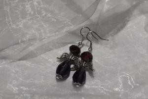 Handgefertigte lila farbene Schutzengelchen Ohrhänger