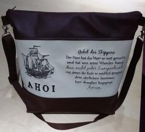 Handtasche bestickt mit Spruch und Schiff