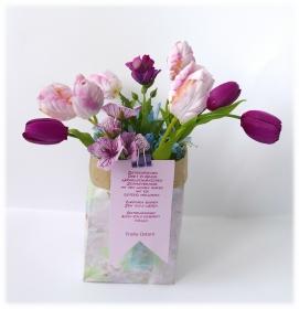 Vasen einmal anders - eine Tüte voller Blumen verschenken zu Ostern