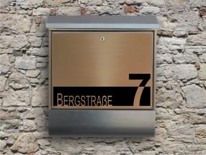 Briefkastentattoo in Wunschfarbe - Stripe 01 - 15cm Breite - Namensaufkleber - Adressaufkleber - Personalisiert - Individuell - Individualisierbar - Design Out Of Norm