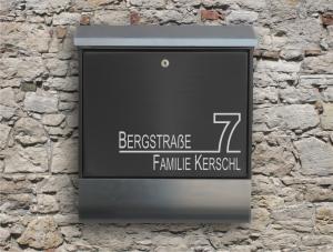 Briefkastentattoo in Wunschfarbe - Stripe 05 - 15cm Breite - Namensaufkleber - Adressaufkleber - Personalisiert - Individuell - Individualisierbar - Design Out Of Norm