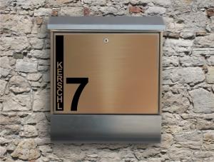 Briefkastentattoo in Wunschfarbe - Stripe 09 - 10cm Höhe - Namensaufkleber - Adressaufkleber - Personalisiert - Individuell - Individualisierbar - Design Out Of Norm