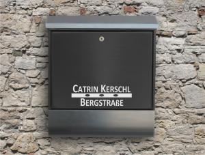 Briefkastentattoo in Wunschfarbe - Stripe 12 - 15cm Breite - Namensaufkleber - Adressaufkleber - Personalisiert - Individuell - Individualisierbar - Design Out Of Norm