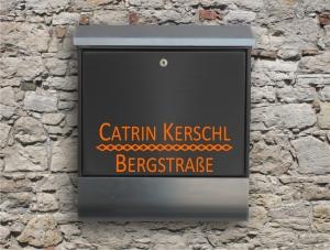 Briefkastentattoo in Wunschfarbe - Stripe 15 - 15cm Breite - Namensaufkleber - Adressaufkleber - Personalisiert - Individuell - Individualisierbar - Design Out Of Norm