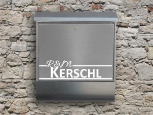 Briefkastentattoo in Wunschfarbe - Stripe 21 - 15cm Breite - Namensaufkleber - Adressaufkleber - Personalisiert - Individuell - Individualisierbar - Design Out Of Norm