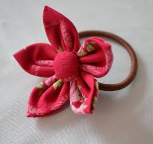 Handgefertigte Stoffblume als Haarschmuck Haargummi