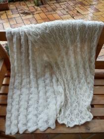 Strickanleitung für ein großes Tuch / Stola mit einem schönen Lacemuster