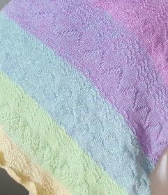 gestricktes Dreieckstuch, Schultertuch mit Farbverlauf in Pastelltönen