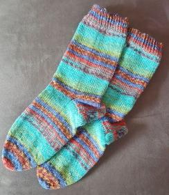 handgestrickte, selbstgestrickte bunte Socken in Größe 38/39 - Handarbeit kaufen