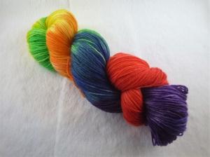 Handgefärbte Sockenwolle (4-fädig) Regenbogen - Handarbeit kaufen