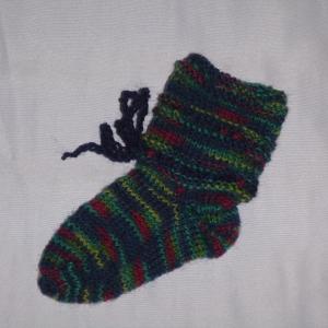 handgestrickte Baby-Socken mit Binde-Band in dunkel bunt 14/15