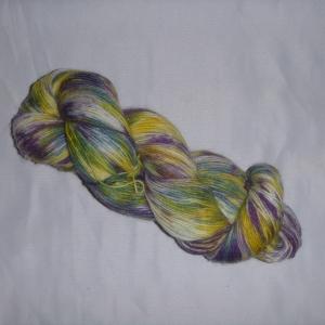 Handgefärbte Sockenwolle (4-fädig) bunt lila/blau/gelb